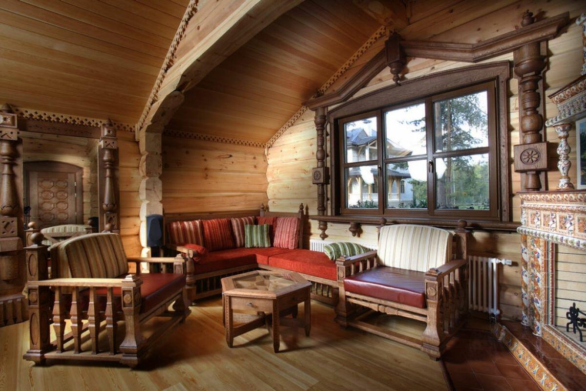 Ламинат на полу в деревянном доме