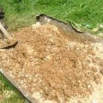С чем смешать опилки для удобрения почвы?