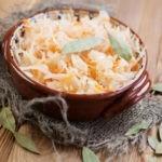 Как засолить капусту, чтобы она была хрустящей: рецепты в банках и кастрюле, советы и рекомендации по приготовлению и хранению