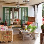 Открытая деревянная терраса, пристроенная к дому: фото готовых работ